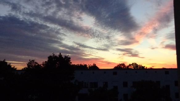 Amazing Sonnenaufgang mit Chemtrails in Berlin 30.08.2015_02
