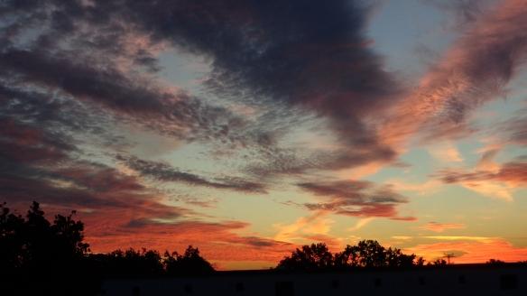 Amazing Sonnenaufgang mit Chemtrails in Berlin 30.08.2015_08