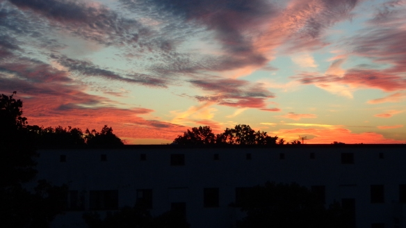 Amazing Sonnenaufgang mit Chemtrails in Berlin 30.08.2015_09