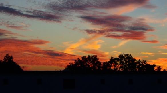 Amazing Sonnenaufgang mit Chemtrails in Berlin 30.08.2015_10