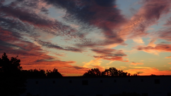 Amazing Sonnenaufgang mit Chemtrails in Berlin 30.08.2015_12