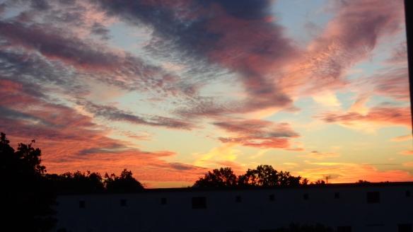 Amazing Sonnenaufgang mit Chemtrails in Berlin 30.08.2015_13