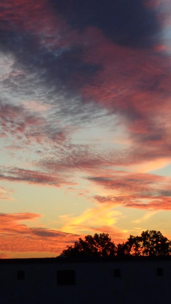 Amazing Sonnenaufgang mit Chemtrails in Berlin 30.08.2015_14