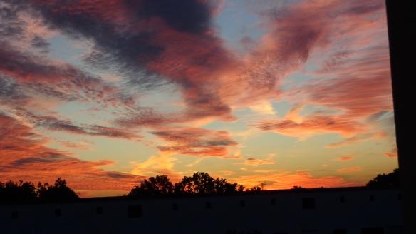 Amazing Sonnenaufgang mit Chemtrails in Berlin 30.08.2015_15