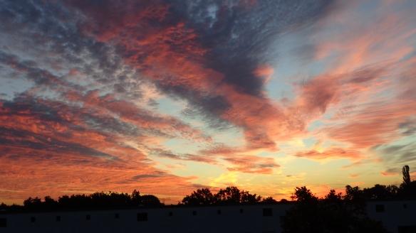 Amazing Sonnenaufgang mit Chemtrails in Berlin 30.08.2015_17