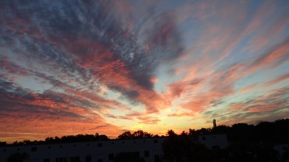 Amazing Sonnenaufgang mit Chemtrails in Berlin 30.08.2015_18