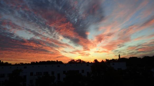 Amazing Sonnenaufgang mit Chemtrails in Berlin 30.08.2015_19