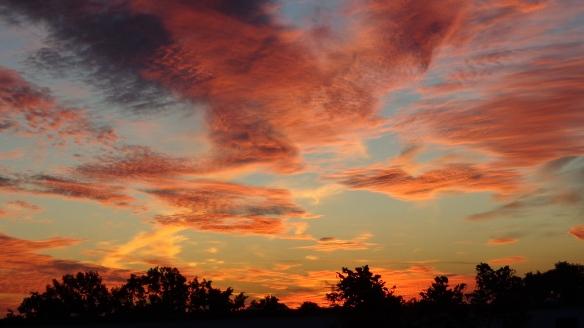 Amazing Sonnenaufgang mit Chemtrails in Berlin 30.08.2015_21