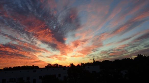 Amazing Sonnenaufgang mit Chemtrails in Berlin 30.08.2015_23