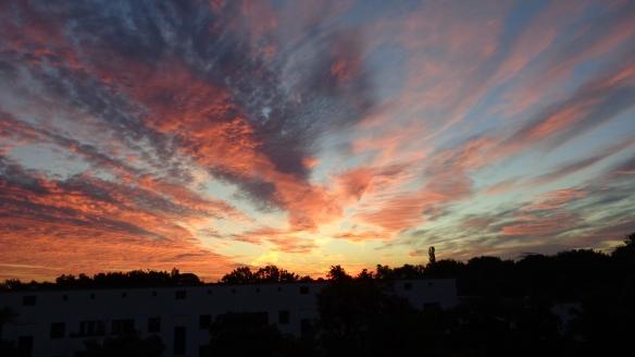 Amazing Sonnenaufgang mit Chemtrails in Berlin 30.08.2015_24