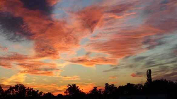Amazing Sonnenaufgang mit Chemtrails in Berlin 30.08.2015_25