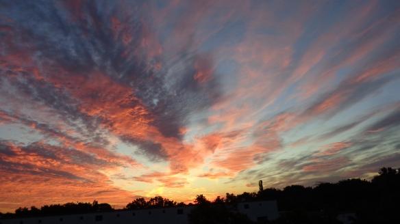 Amazing Sonnenaufgang mit Chemtrails in Berlin 30.08.2015_26