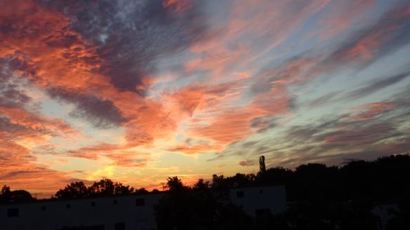 Amazing Sonnenaufgang mit Chemtrails in Berlin 30.08.2015_28