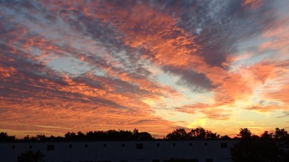 Amazing Sonnenaufgang mit Chemtrails in Berlin 30.08.2015_29