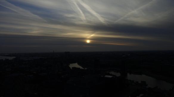 Chemtrails Blick vom Euromast dunkel Rotterdam 15.05.2015_03