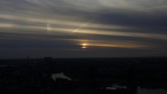 Chemtrails Blick vom Euromast dunkel Rotterdam 15.05.2015_04