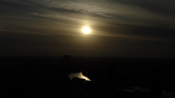 Chemtrails Blick vom Euromast dunkel Rotterdam 15.05.2015_06