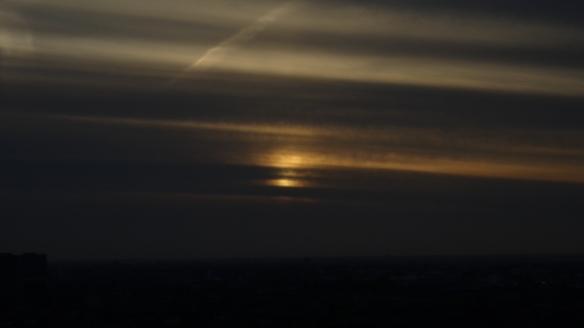 Chemtrails Blick vom Euromast dunkel Rotterdam 15.05.2015_07
