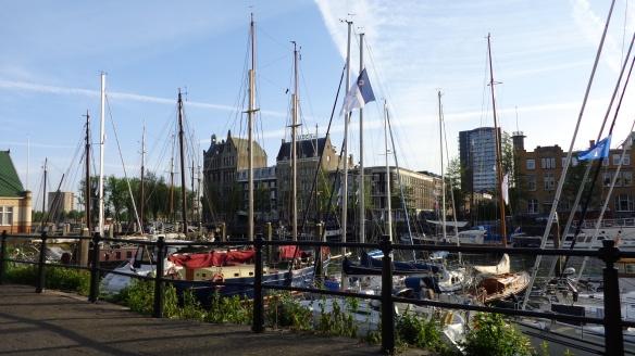 Chemtrails hinter den Schiffsmasten Rotterdam 15.05.2015
