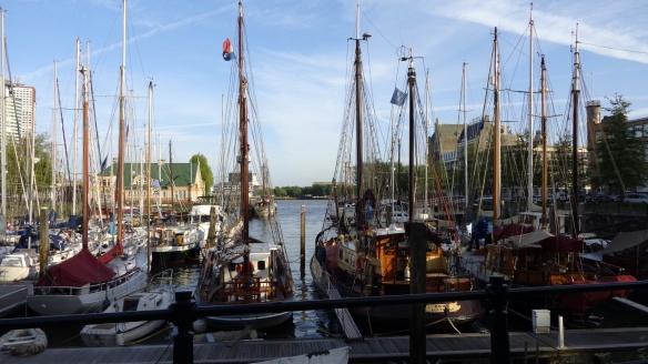Chemtrails hinter den Schiffsmasten Rotterdam 15.05.2015_01