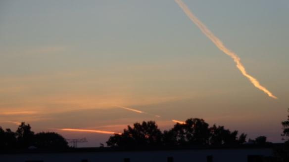 Chemtrails im Morgengrauen Berlin 06.08.2015_02