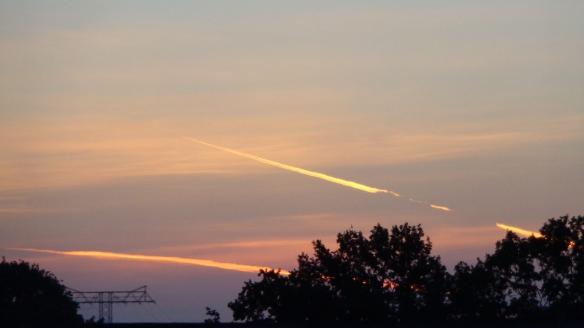Chemtrails im Morgengrauen Berlin 06.08.2015_05