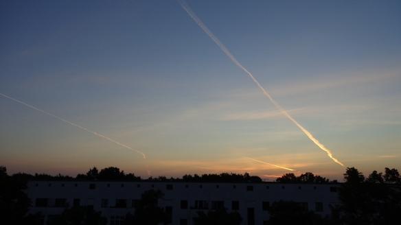 Chemtrails im Morgengrauen Berlin 06.08.2015_13