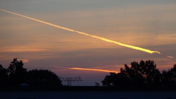 Chemtrails im Morgengrauen Berlin 06.08.2015_14