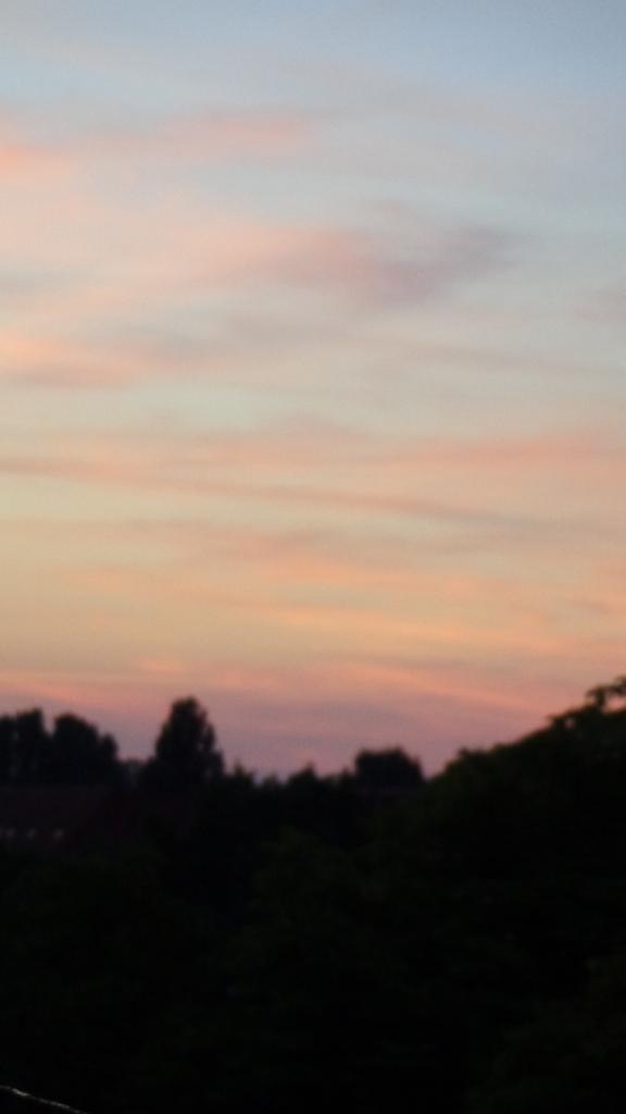 Chemtrails im Morgengrauen Berlin 06.08.2015_21