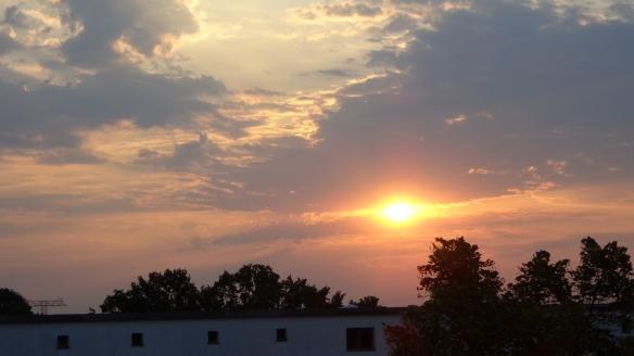 Chemtrails im Morgengrauen Berlin 08.08.2015_01