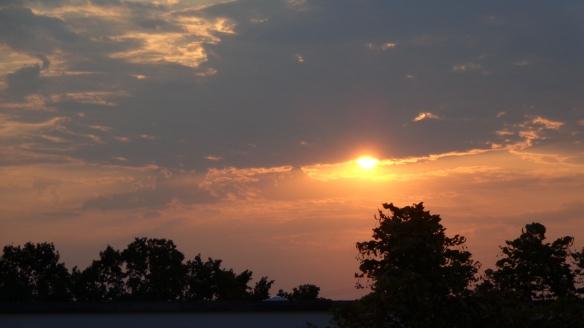 Chemtrails im Morgengrauen Berlin 08.08.2015_10