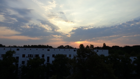 Chemtrails im Morgengrauen Berlin 08.08.2015_13