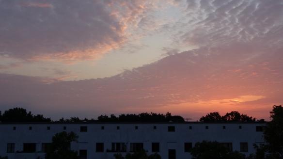 Chemtrails im Morgengrauen Berlin 10.08.2015_13
