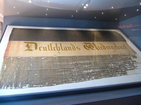Deutschlands Wiedergeburt - Originalfahne des Hambacher Festes 1832