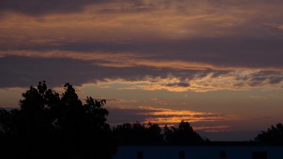 Chemtrail Sonnenaufgang Berlin 14.07.2015_01