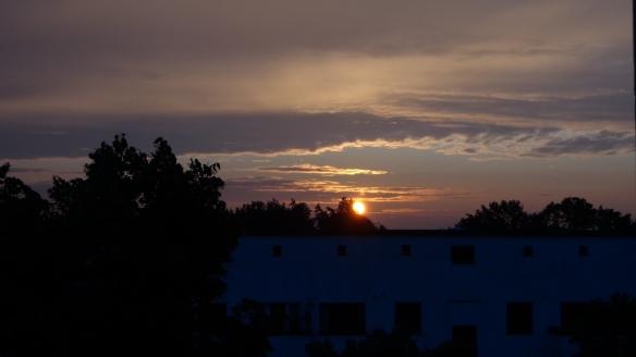 Sonnenaufgang Chemtrails Berlin 14.07.2015_16