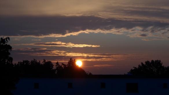 Sonnenaufgang Chemtrails Berlin 14.07.2015_19