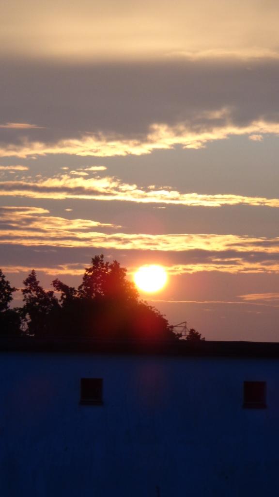 Sonnenaufgang Chemtrails Berlin 14.07.2015_23